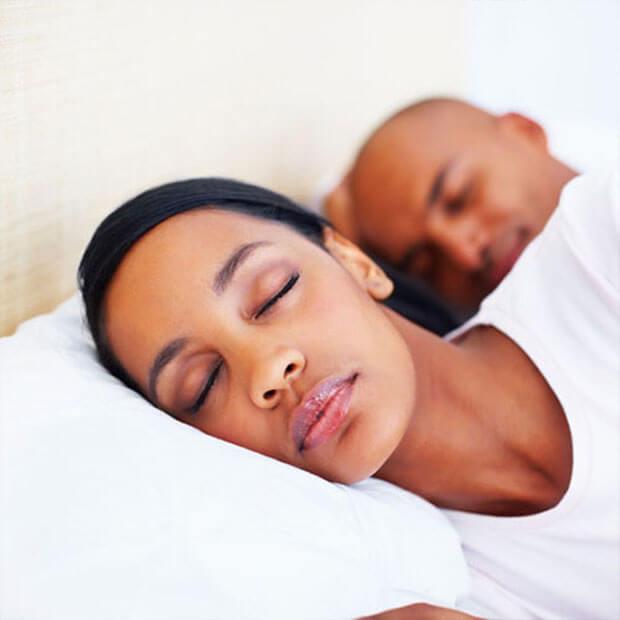 couple-sleeping2
